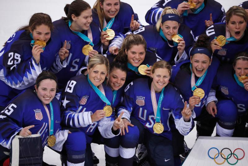 womens hockey team opened - 800×537