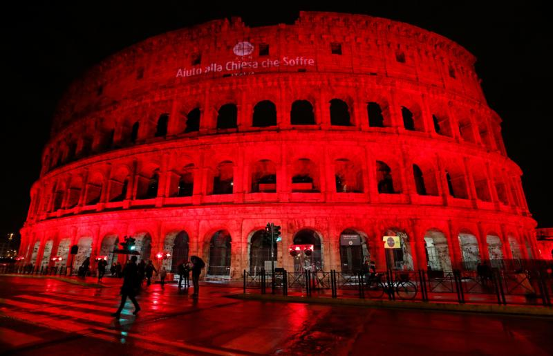 Rome Colosseum Bathed In Red In Honor Of Modern Martyrs The Visitor